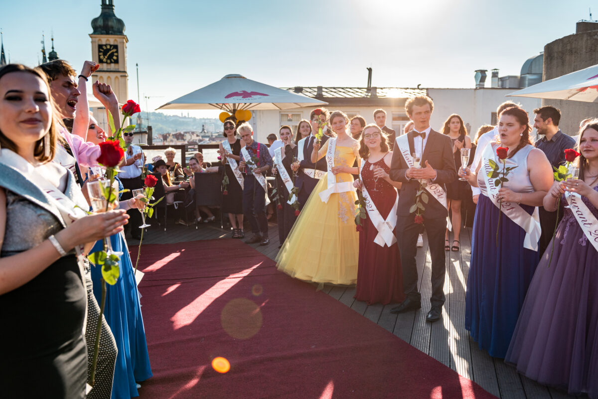 Maturitní ples na střeše Kotvy